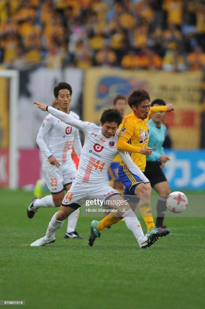 Hiroaki Okuno of Vegalta Sendai and Yusuke Segawa of Omiya Ardija compete for the ball during the J.League J1 match between Vegalta Sendai and Omiya Ardija at Yurtec Stadium Sendai on November 18, 2017 in Sendai, Miyagi, Japan.