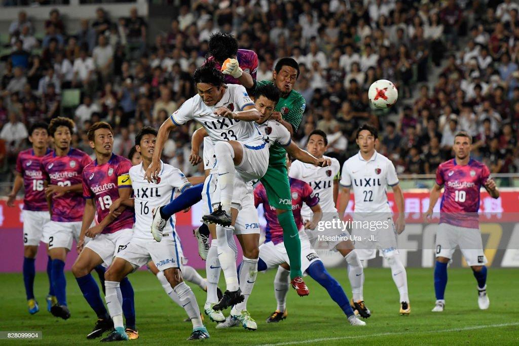 Hirofumi Watanabe of Vissel Kobe heads the ball to score the opening goal during the J.League J1 match between Vissel Kobe and Kashima Antlers at Noevir Stadium Kobe on August 9, 2017 in Kobe, Hyogo, Japan.