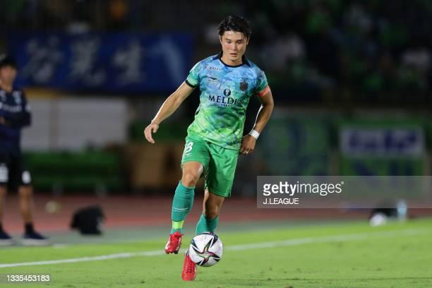 Hirokazu ISHIHARA of Shonan Bellmare in action during the J.League Meiji Yasuda J1 match between Shonan Bellmare and Shimizu S-Pulse at the Lemon Gas...