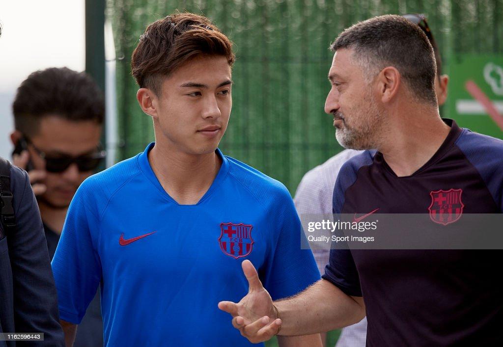 FC Barcelona B Training Session : ニュース写真