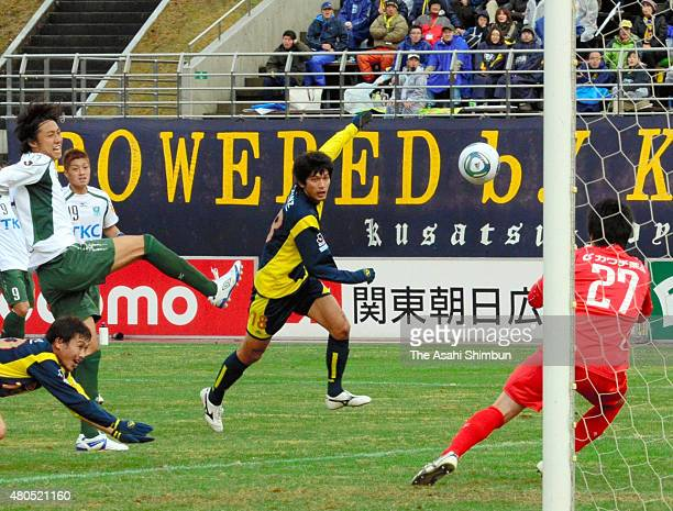 Hiroki Bandai of Thespa Kusatsu head the ball during the JLeague second division match between Thespa Kusatsu and Tochigi SC at Shoda Shoyu Stadium...