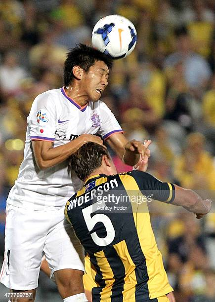 Hiroki Mizumoto of Sanfrecce Hiroshima heads the ball ahead of Mariners defence during the AFC Asian Champions League match between the Central Coast...