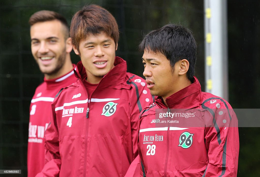 Hannover 96 Unveil New Signings Hiroshi Kiyotake and Ceyhun Guelselam : News Photo