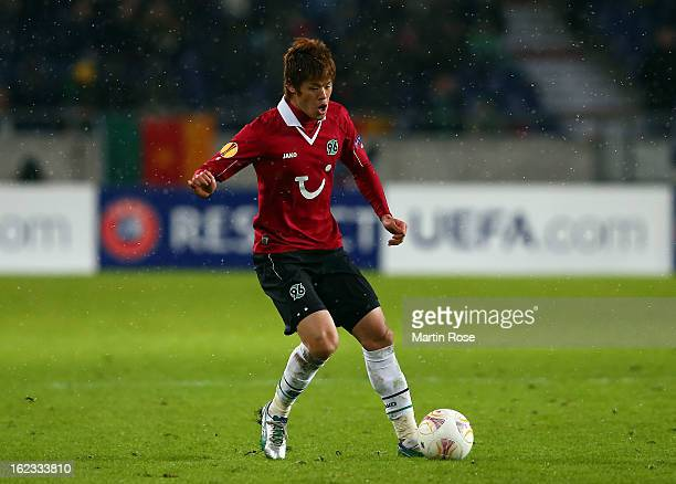 Hiroki Sakai of Hannover runs with the ball during the UEFA Europa League Round of 32 second leg match between Hannover 96 and Anji Makhachkala at...