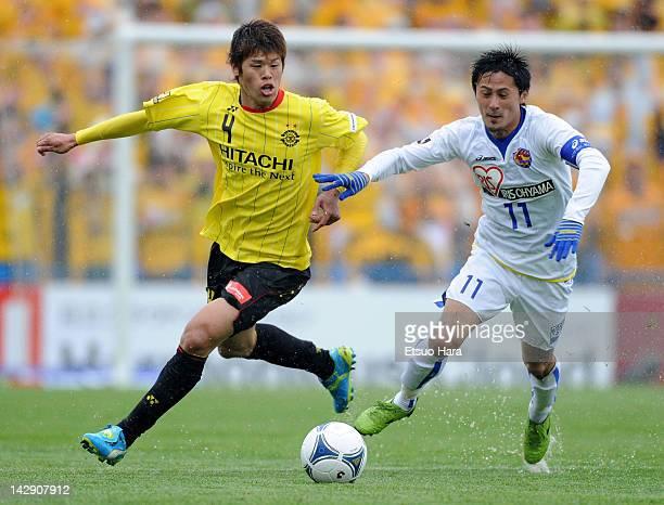 Hiroki Sakai of Kashiwa Reysol and Kunimitsu Sekiguchi of Vegalta Sendai compete for the ball during the JLeague match between Kashiwa Reysol and...