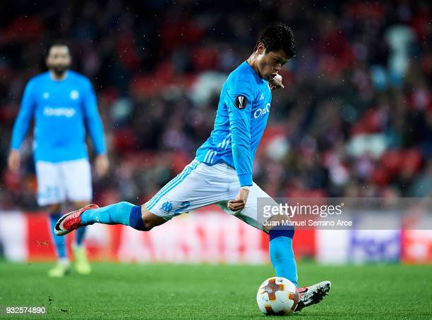 Hiroki Sakai of Marseille controls the ball during UEFA Europa League Round of 16 match between Athletic Club Bilbao and Olympique Marseille at the...