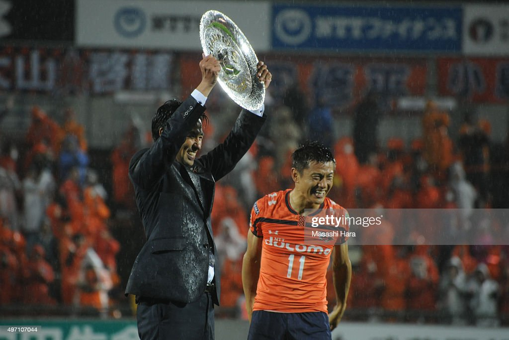 Hiroki Shibuya (L) coach of Omiya Ardija celebrates the victory after the J.League second division match between Omiya Ardija and Oita Trinita.Omiya won the promotion to the J1 next season.At the Nack 5 Stadium Omiya on November 14, 2015 in Saitama, Tokyo, Japan.