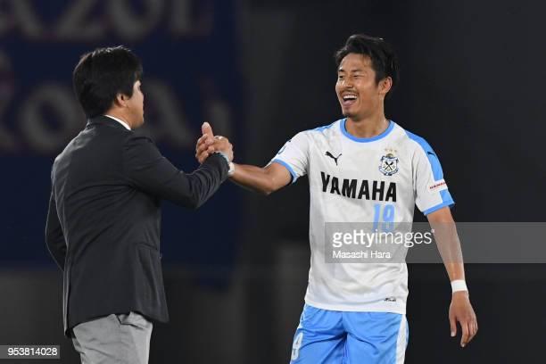Hiroki Yamada and Hiroshi Nanamicoach of Jubilo Iwata shake hands during the JLeague J1 match between Yokohama FMarinos and Jubilo Iwata at Nissan...