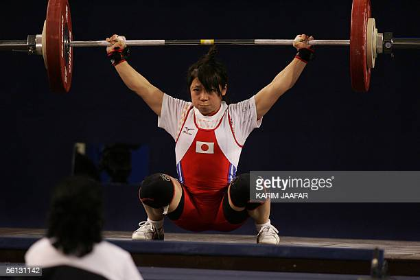 Hiromi Miyake of Japan lifts during the women's 48kg category in the World Weightlifting Championships in Doha, 09 November 2005. AFP PHOTO/KARIM...