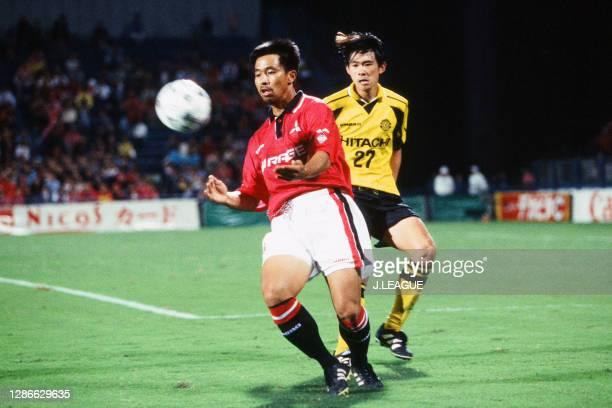 Hiromitsu Isogai of Urawa Red Diamonds controls the ball under pressure of Shigenori Hagimura of Kashiwa Reysol during the J.League second stage...