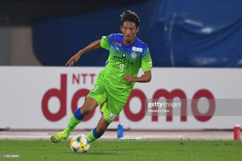 Shonan Bellmare v Gamba Osaka - J.League J1 : News Photo