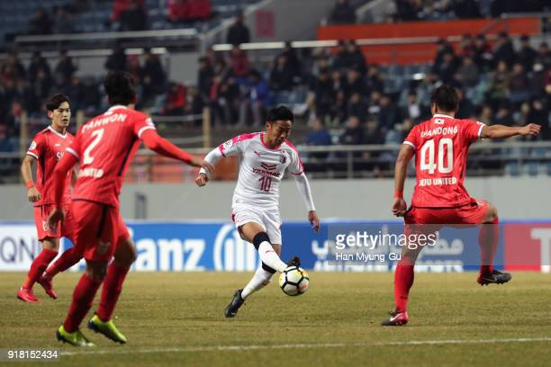 Hiroshi Kiyotake of Cerezo Osaka controls the ball under pressure of Jeju United defense during the AFC Champions League Group G match between Jeju...