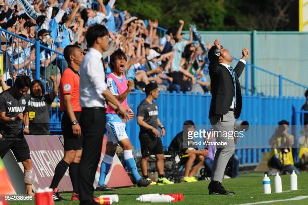 Hiroshi Nanamicoach of Jubilo Iwata gestures after the JLeague J1 match between Kashiwa Reysol and Jubilo Iwata at Sankyo Frontier Kashiwa Stadium on...