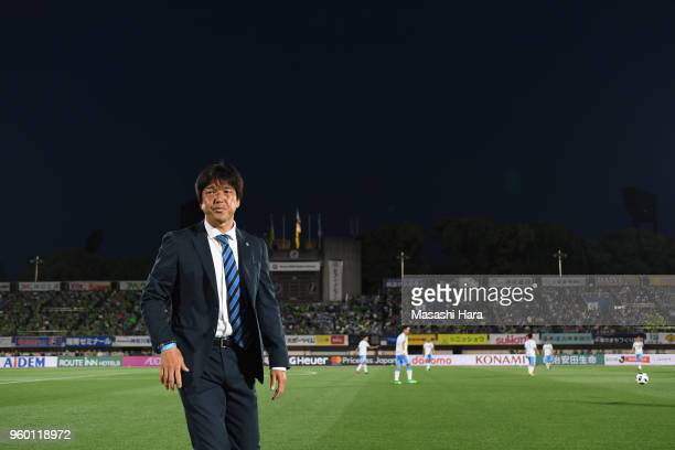Hiroshi Nanamicoach of Jubilo Iwata looks on prior to the JLeague J1 match between Shonan Bellmare and Jubilo Iwata at BMW Stadium Hiratsuka on May...