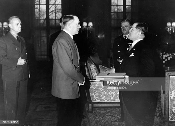 Hiroshi, Oshima - General, Diplomat Japan, , - Adolf Hitler presenting the 'Grosskreuz' in gold; left: Foreign Minister Joachim von Ribbentrop;...