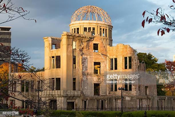 hiroshima, japan - a-bomb (genbaku) dome - hiroshima fotografías e imágenes de stock