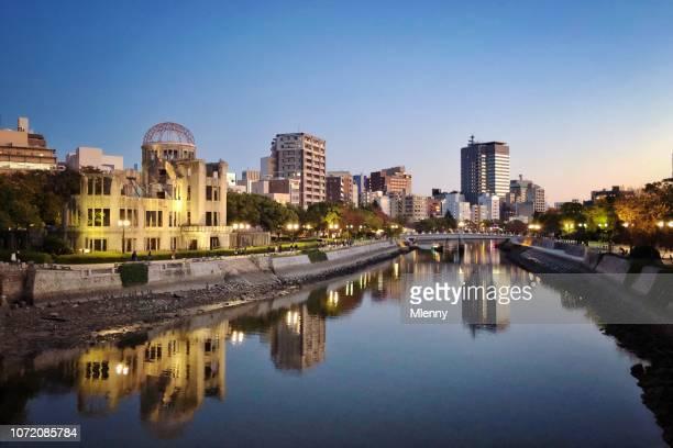 crepúsculo de hiroshima bomba atómica cúpula japón - hiroshima fotografías e imágenes de stock
