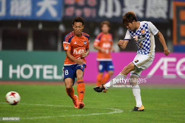 Hirotaka Mita of Vegalta Sendai scores his side's second goal during the JLeague J1 match between Albirex Niigata and Vegalta Sendai at Denka Big...