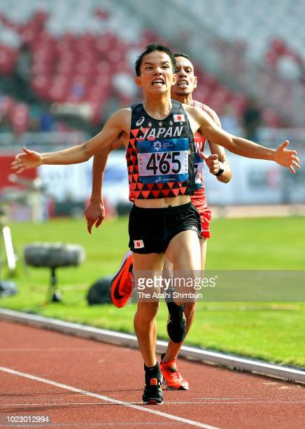 Hiroto Inoue of Japan crosses the finish line to win the Men's Marathon at the GBK Main Stadium on day seven of the Asian Games on August 25, 2018 in...