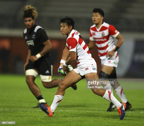 Hiroto Mamada of Japan passes the ball during the World Rugby U20 Championship match between New Zealand and Japan at Stade d'Honneur du Parc des...