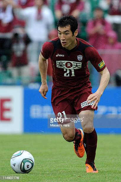 Hiroto Mogi of Vissel Kobe in action during the JLeague match between Kashiwa Reysol and Vissel Kobe at Hitachi Kashiwa Soccer Stadium on May 28 2011...