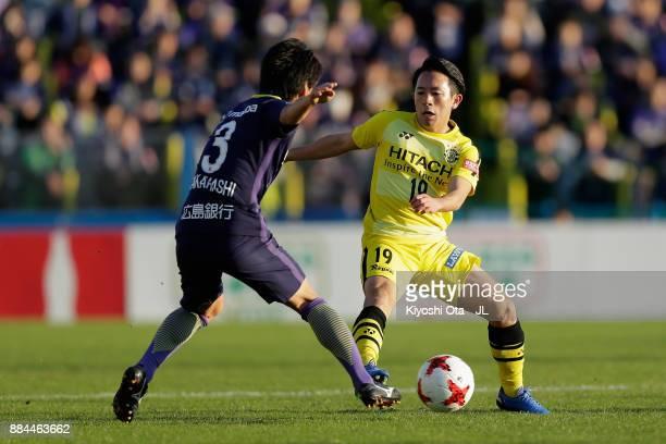 Hiroto Nakagawa of Kashiwa Reysol and Soya Takahashi of Sanfrecce Hiroshima compete for the ball during the JLeague J1 match between Kashiwa Reysol...