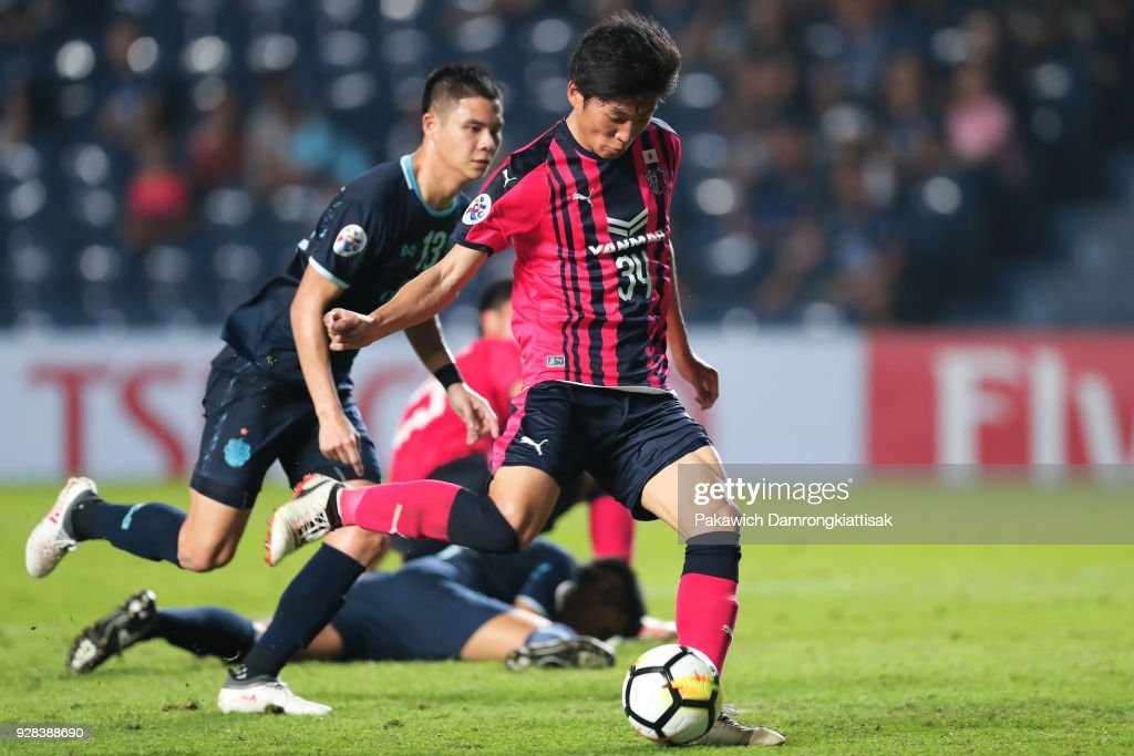 Hiroto Yamada #34 of Cerezo Osaka (2nd L) tries to score a goal during the AFC Champions League Group G match between Buriram United Football Club and Cerezo Osaka at Thunder Castle on March 6, 2018 in Buriram, Thailand.