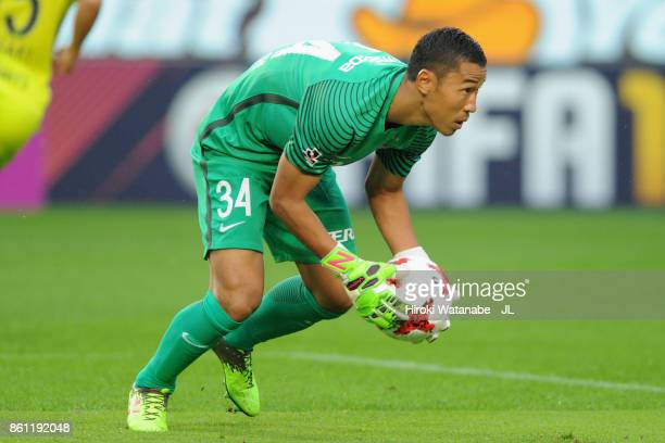 Hirotsugu Nakabayashi of Sanfrecce Hiroshima in action during the JLeague J1 match between Kashima Antlers and Sanfrecce Hiroshima at Kashima Soccer...