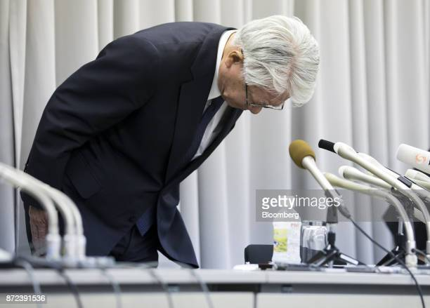 Hiroya Kawasaki president and chief executive officer of Kobe Steel Ltd bows during a news conference in Tokyo Japan on Friday Nov 10 2017 Kobe Steel...