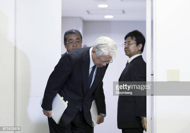 Hiroya Kawasaki president and chief executive officer of Kobe Steel Ltd bows as he arrives for a news conference in Tokyo Japan on Friday Nov 10 2017...