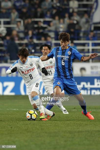Hiroyuki Abe of Kawasaki Frontale and Jung Jaeyong of Ulsan Hyndai compete for the ball during the AFC Champions League Group F match between Ulsan...