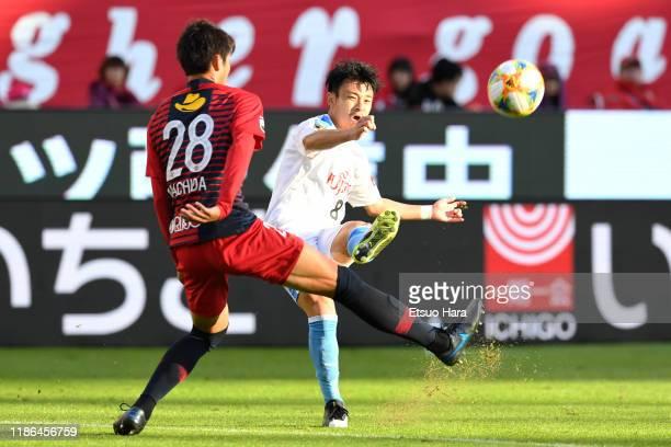 Hiroyuki Abe of Kawasaki Frontale attempts a shot during the JLeague J1 match between Kashima Antlers and Kawasaki Frontale at Kashima Soccer Stadium...