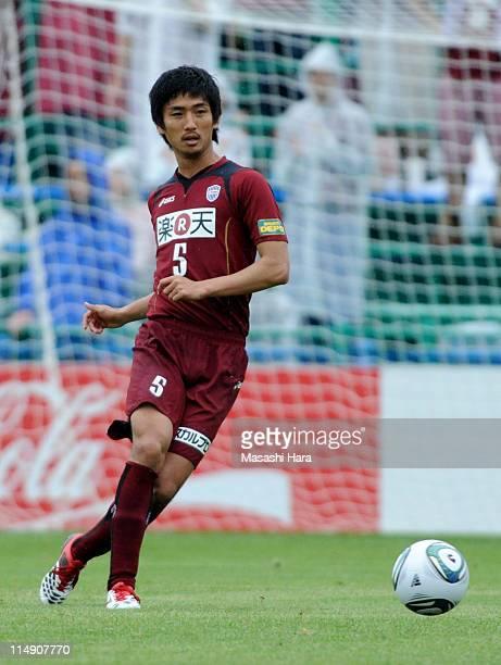 Hiroyuki Komoto of Vissel Kobe in action during JLeague match between Kashiwa Reysol and Vissel Kobe at Hitachi Kashiwa Soccer Stadium on May 28 2011...