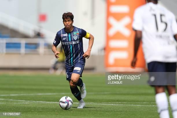 Hiroyuki MAE of Avispa Fukuoka in action during the J.League Meiji Yasuda J1 match between Avispa Fukuoka and FC Tokyo at the Best Denki Stadium on...