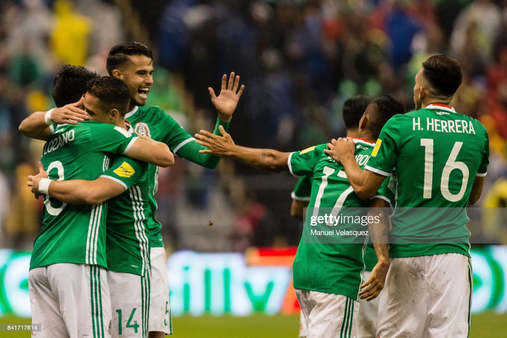 Hirving Lozano of Mexico celebrates with teammates after scoring the first goal of his team during the match between Mexico and Panama as part of the FIFA 2018 World Cup Qualifiers at Estadio Azteca on September 1, 2017 in Mexico City, Mexico.