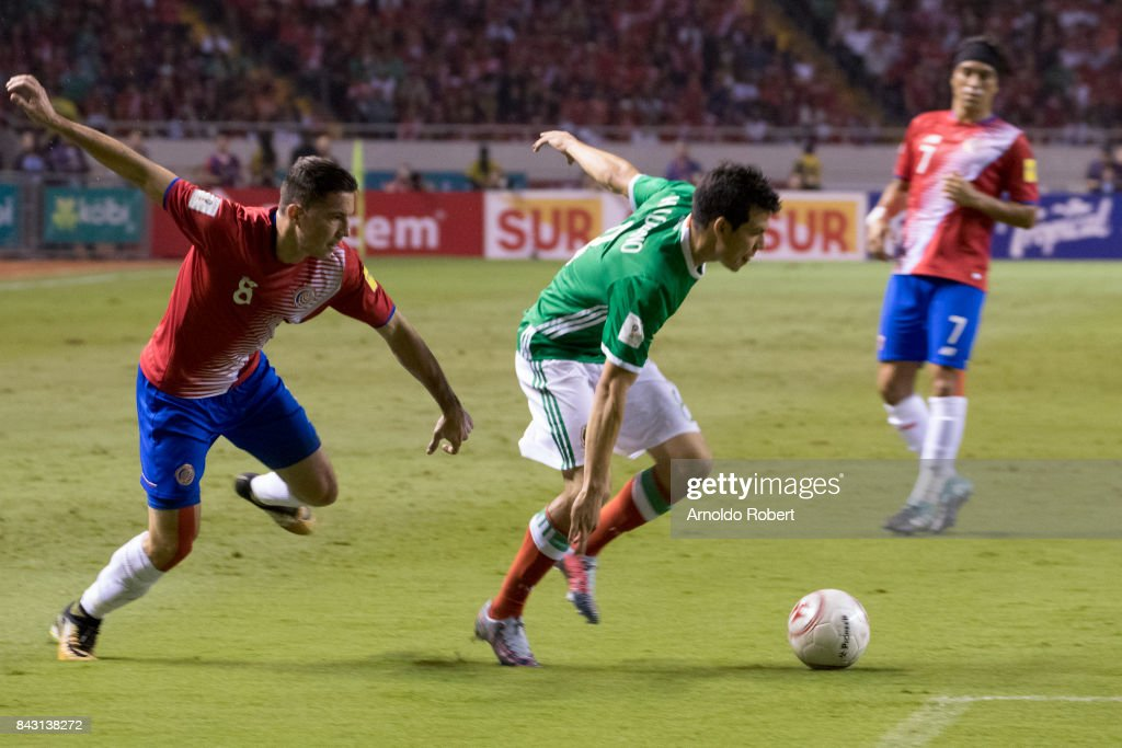 Hirving Lozano of Mexico (R) dribbles Bryan Oviedo of Costa Rica (L) during the match between Costa Rica and Mexico as part of the FIFA 2018 World Cup Qualifiers at Nacional de Costa Rica Stadium on September 05, 2017 in San Jose, Costa Rica.