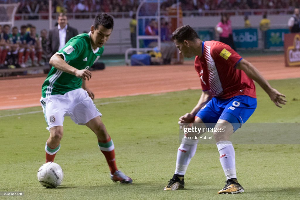 Hirving Lozano of Mexico drives the ball against Bryan Oviedo of Costa Rica during the match between Costa Rica and Mexico as part of the FIFA 2018 World Cup Qualifiers at Nacional de Costa Rica Stadium on September 05, 2017 in San Jose, Costa Rica.