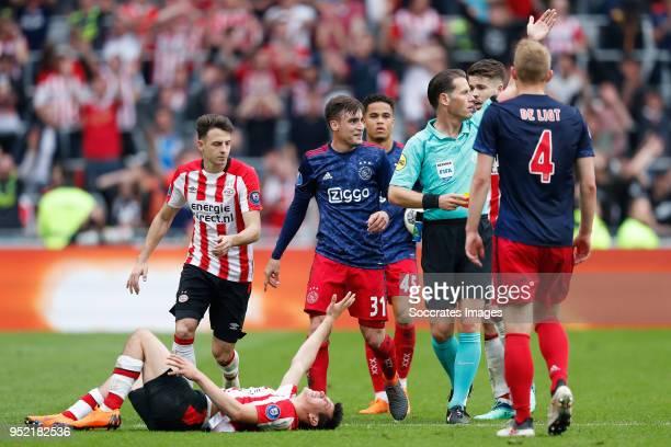 Hirving Lozano of PSV Santiago Arias of PSV Nicolas Tagliafico of Ajax referee Danny Makkelie Marco van Ginkel of PSV Matthijs de Ligt of Ajax during...