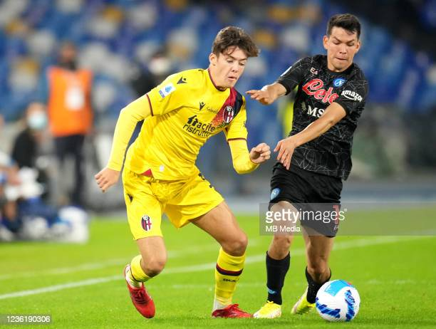 Hirving Lozano of SSC Napoli competes for the ball with Aaron Hickey of Bologna FC ,during the Serie A match between SSC Napoli and Bologna FC at...