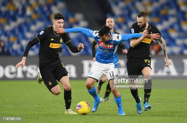 Hirving Lozano of SSC Napoli vies with Alessandro Bastoni and Marcelo Brozovic of FC Internazionale during the Serie A match between SSC Napoli and...