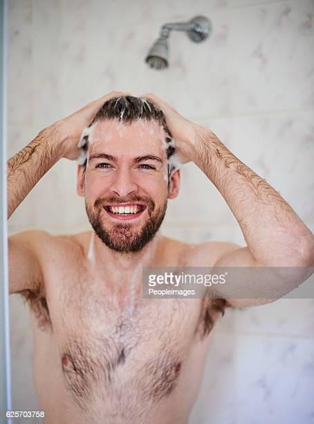 his daily grooming routine - maenner duschen stock-fotos und bilder