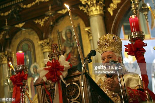 His Eminence Metropolitan Iakovos of Chicago speaks to parishioners during a mass at Annunciation Cathedral on April 22 2006 in downtown Chicago for...