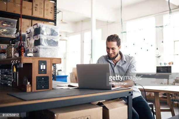zijn expertise en vaardigheden neemt de leiding - entrepreneur stockfoto's en -beelden