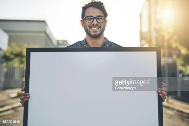su tiene una gran sonrisa para ir con su mensaje - cartel fotografías e imágenes de stock