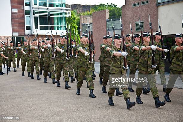 his majesty the king's guard drill team from norway - army training stock pictures, royalty-free photos & images