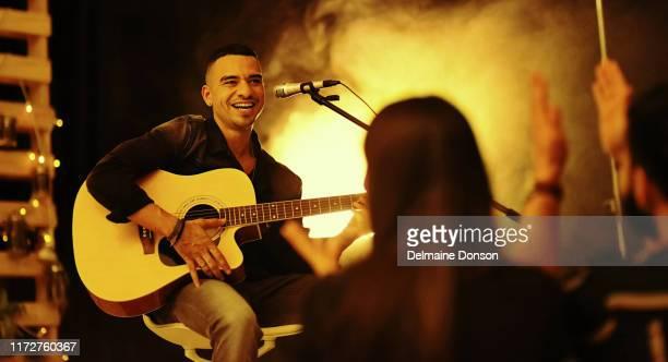 sua música é amada por muitos - show de música popular - fotografias e filmes do acervo