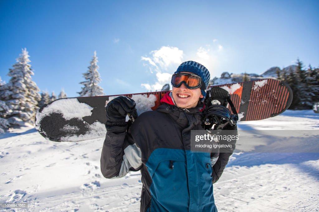 Su pasión es hacer snowboard : Foto de stock