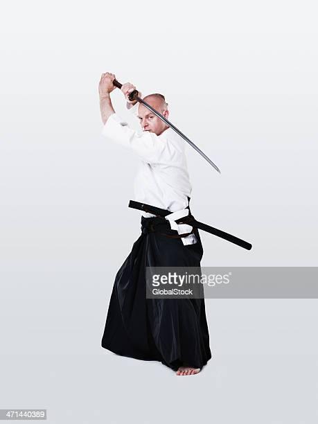 彼のテクニックで、刀がスムーズ - 剣 ストックフォトと画像