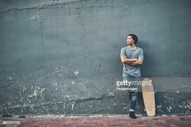 彼の思考彼の次の乗車について - street style ストックフォトと画像