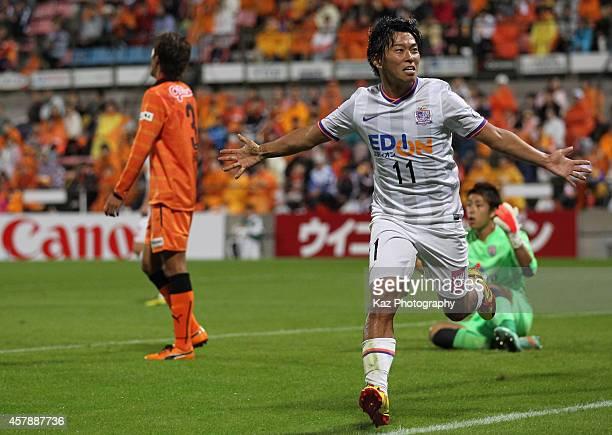 Hisato Sato of Sanfrecce Hiroshima celebrates scoring his team's third goal during the J.League match between Shimizu S-Pulse and Sanfrecce Hiroshima...